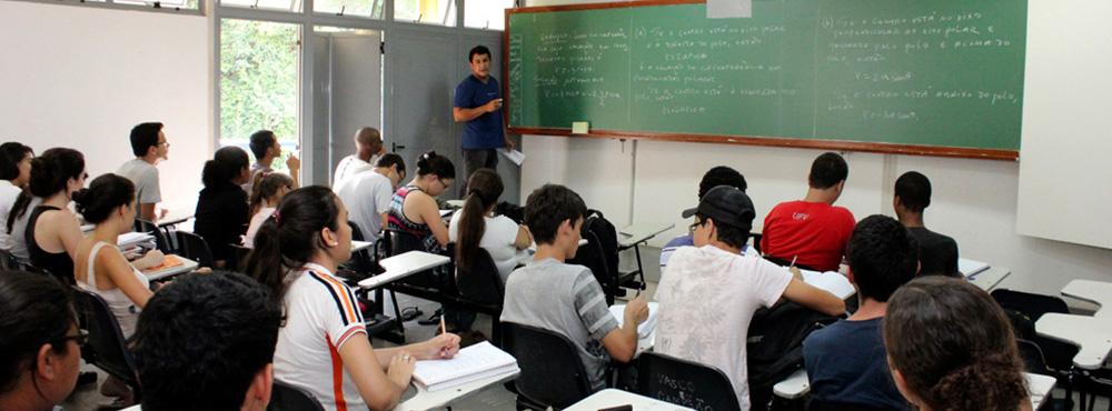 Abertas inscrições para Monitor Nível I de Biologia e Matemática do Cursinho Popular DCE/UFV